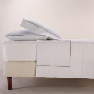 Completo letto London bianco cotone percalle con profilo sabbia