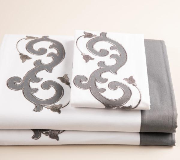 Copripiumino cotone percalle bianco e grigio con inserti ricami pregiati