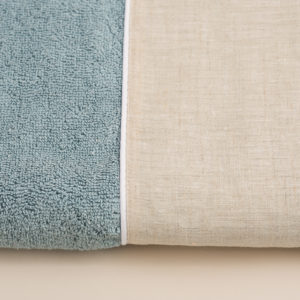 Coppia asciugamani spugna colore avio con bordo in lino sabbia