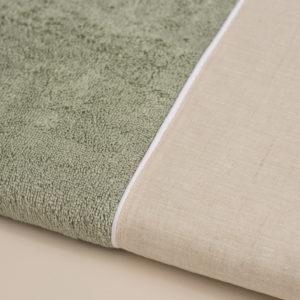 Coppia asciugamani spugna colore verde salvia con bordo in lino sabbia