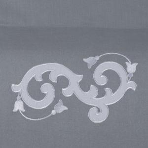 Federa guanciale colore grigio ricamata in raso di cotone bianco