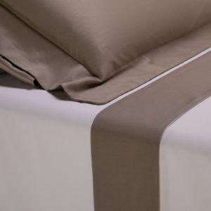 Parure lenzuola cotone percalle con bordo in raso di cotone colore tortora