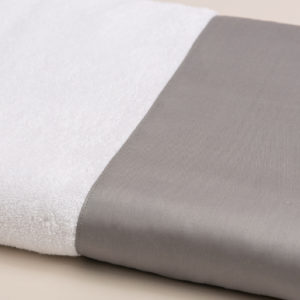 Coppia spugna bianca con fascia raso grigio