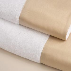 Coppia spugna bianca con fascia raso di cotone sabbia