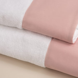 Coppia spugna bianca con fascia raso rosa cipria