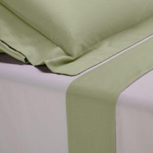 Completo lenzuola percalle colore bianco e bordo in raso di cotone verde salvia