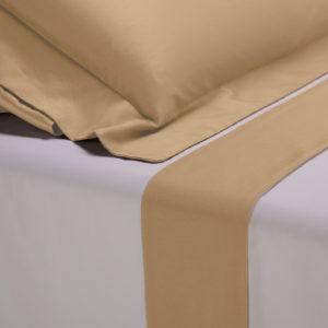 Completo lenzuola percalle colore bianco e bordo in raso di cotone giallo oro
