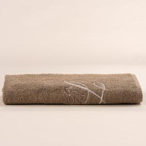 Telo doccia spugna sabbia con cifra ricamata in avorio