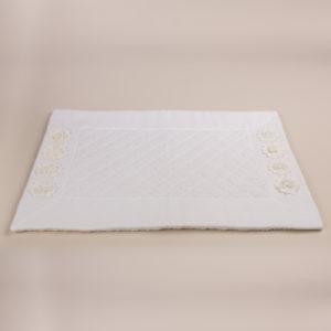 Tappeto bagno spugna trapuntata bordo bianco e fiori macramè