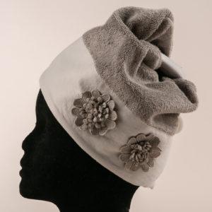 Turbante per capelli rifiniro con fiori macramè applicati