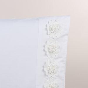 Federa guanciale bianco rifinito fiori macramè