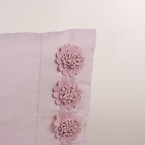 Federa guanciale rosa rifinito fiori macramè