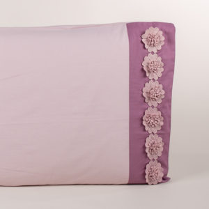 Federa guanciale rosa chiaro/dust rifinito fiori macramè