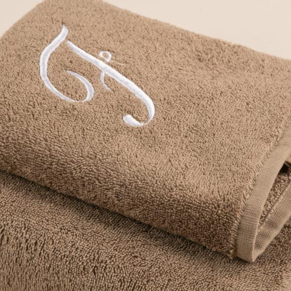 Coppia spugna sabbia con cifra ricamata colore bianco