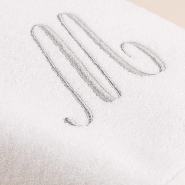Coppia spugna bianca con cifra ricamata colore grigio