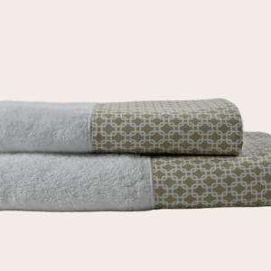Coppia bagno asciugamani spugna con bordo disegno geometrico